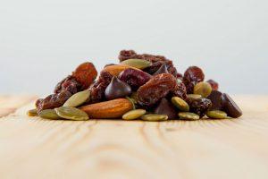 melange trek biologique noix chocolat fruits seches amande graines citrouille